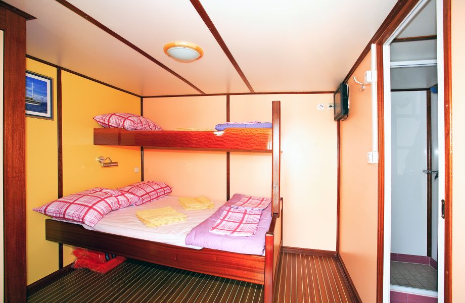 Cabin on Eos Oldtimer with Maestral Travel Agency