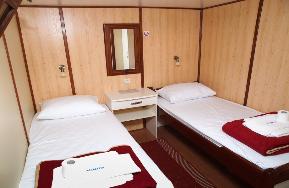Twin cabin room on Dalmatia Oldtimer with Maestral Travel Agency