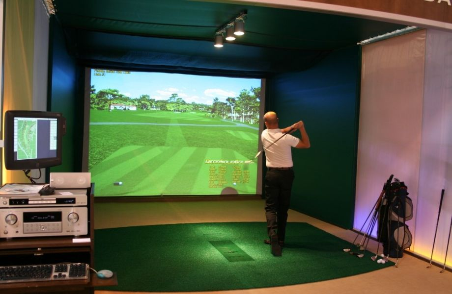 Indoor golf of Bluesun Hotel Elaphusa in Bol, Brač with Maestral Travel Agency