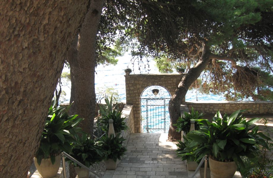Hotel St. Cross, Bol with Maestral Travel Agency