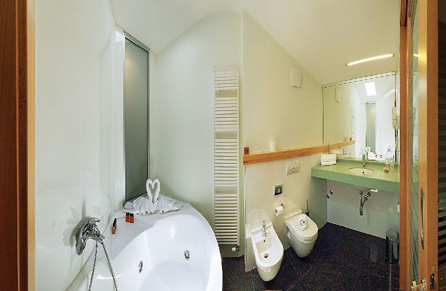 Bathroom in suite of Hotel Amor with Maestral Travel Agency