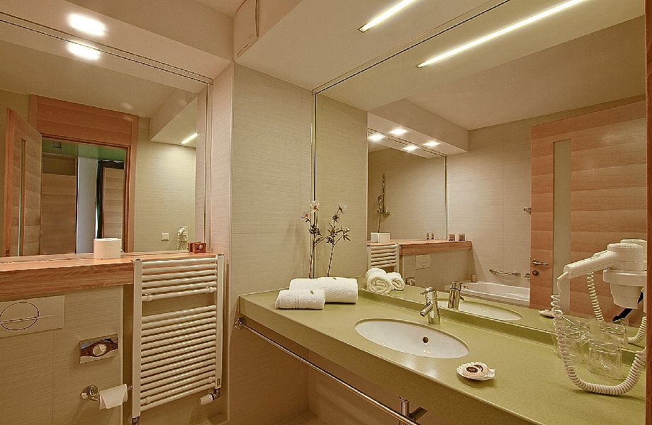 Bathroom in superior room in Hotel Amor with Maestral Travel Agency