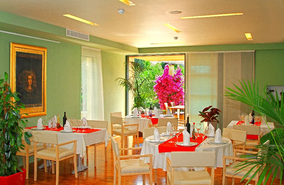 Restaurant  in Hotel Amor with Maestral Travel Agency