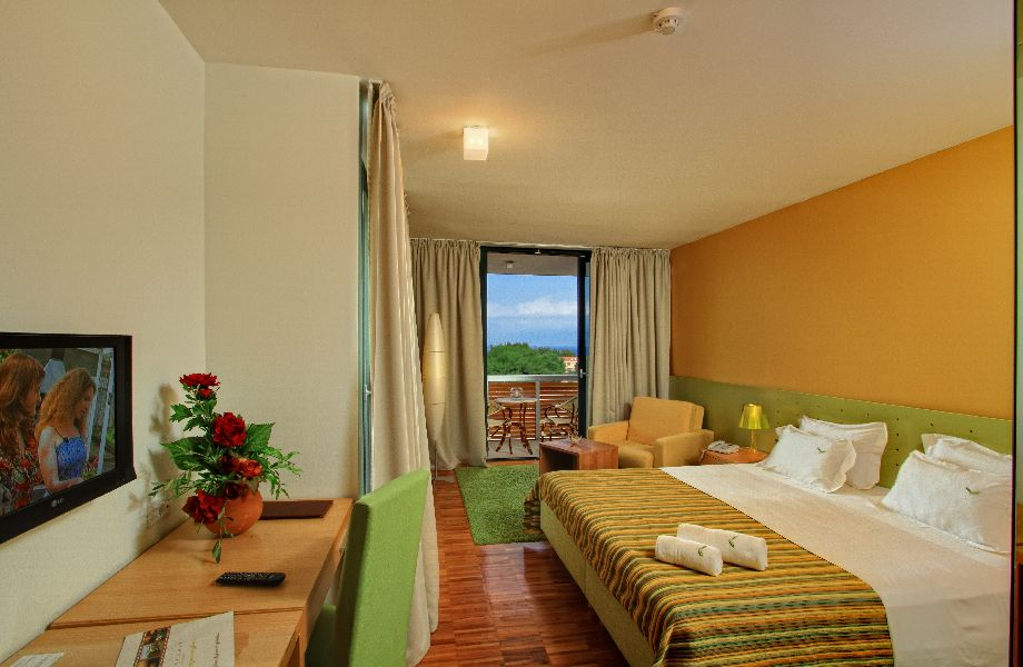 Superior room sea side in Hotel Amor with Maestral Travel Agency