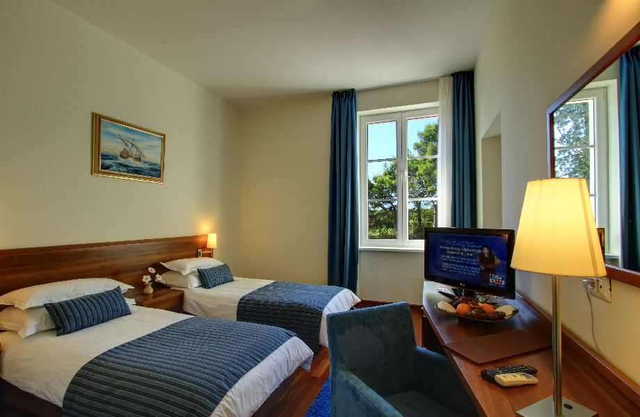 Superior sea side room in Villa Vela Luka with Maestral Travel Agency