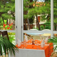 Central restaurant in Velaris with Maestral Travel Agency